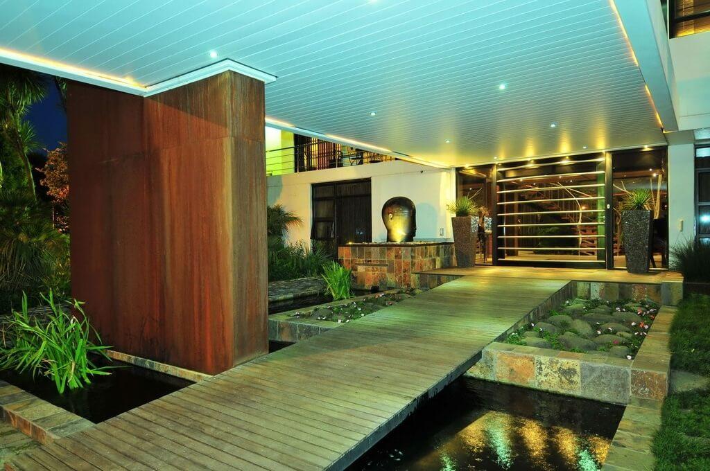 Mẫu hồ cá Koi hiện đại trong nhà 12